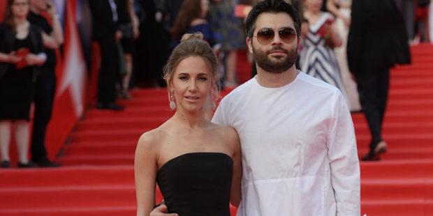 Жена Алексея Чумакова призналась, от чего хочет оградить свою дочь