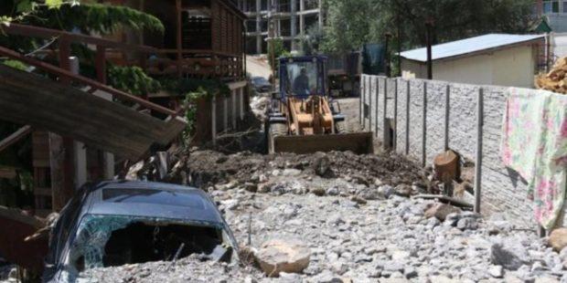 В ялтинской Васильевке продолжают спасать дома от последствий селевого потока
