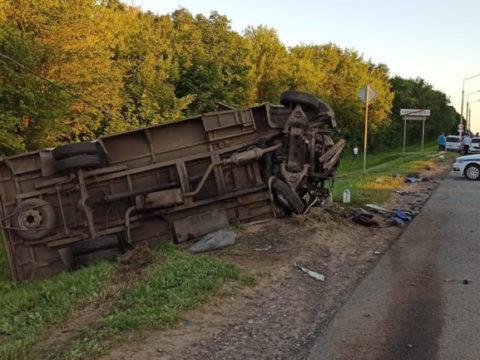 Под Тулой столкнулись микроавтобус с грузовиком, есть жертвы