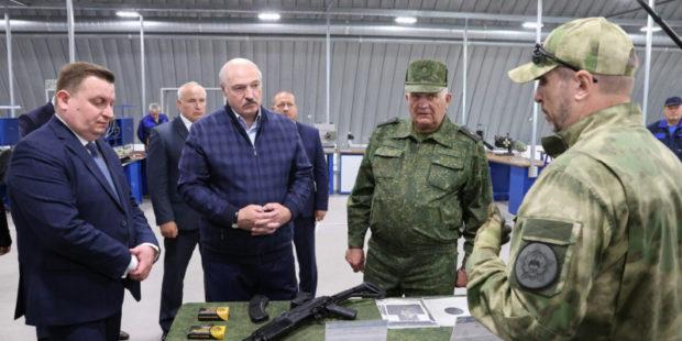 В Белоруссии готовятся к возможному военному конфликту – обучат стрельбе своих сограждан