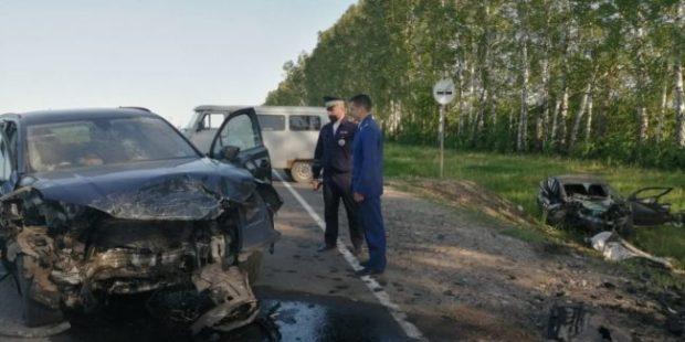 Под Тулой три человека погибли при столкновении двух иномарок