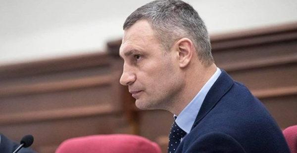 «Телом своим подогревать Днепр»: мэр Кличко ответил в стихах снявшему про него клип горожанину