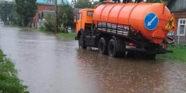 В Краснодаре после мощного ливня затопило три улицы