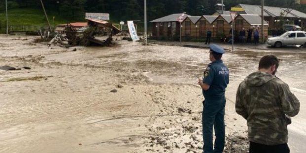 В КЧР из-за разлива реки закрыто движение на дороге Черкесск-Домбай