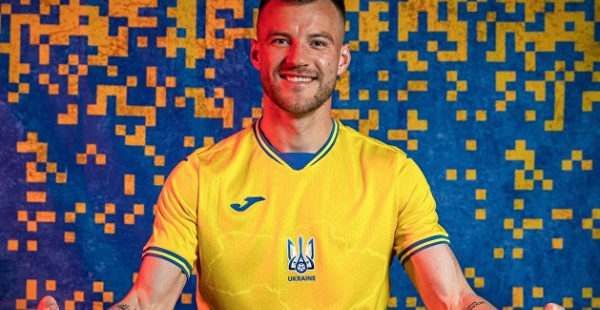 Сборная Украины по футболу получила форму с Крымом