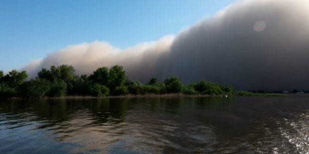 МЧС объявило о приближении к Астрахани очередной пыльной бури
