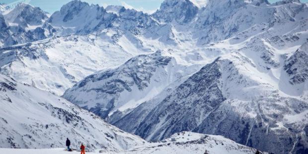 Альпинисты попросили о помощи на Эльбрусе, их эвакуировали