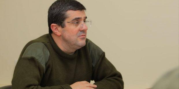 Араик Арутюнян объяснил, почему не подает в отставку с поста президента Карабаха