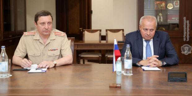 Арутюнян и Копыркин обсудили армяно-российское оборонное сотрудничество