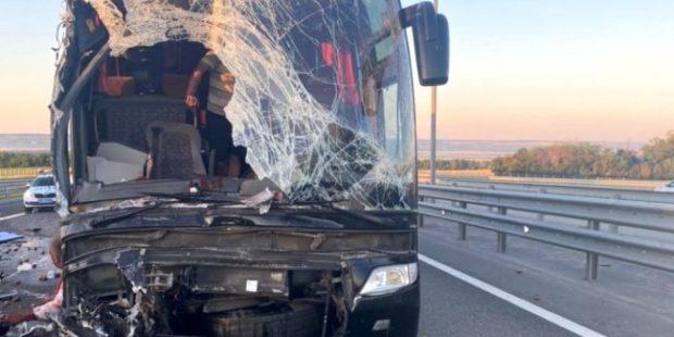 """Под Ростовом на трассе """"Дон"""" разбился автобус с туристами из Крыма"""