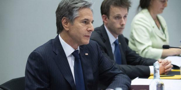 Блинкен обсудил с Макроном достижение стабильности в отношениях с РФ - госдеп