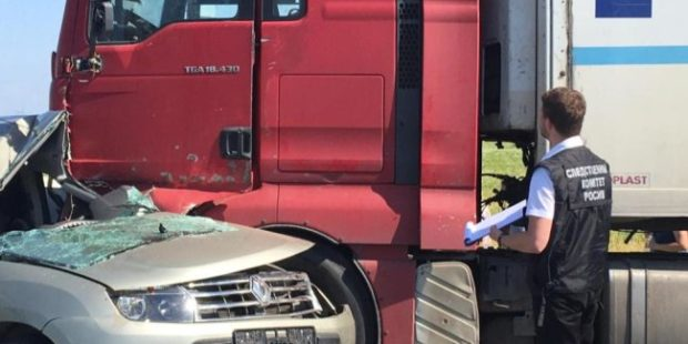 Под Саратовом в ДТП с фурой погибли трое взрослых и младенец