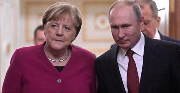 Меркель поблагодарила Путина о за протянутую «руку примирения» после преступлений нацистов