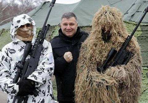 «Аваков на своем месте»: Разумков назвал тесно связанного с радикалами главу МВД «эффективным»