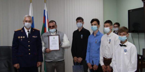 Четыре парня из Энгельса награждены за поимку насильника