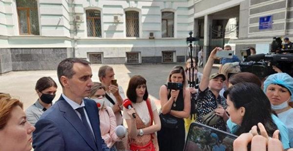 Медики обвинили Ляшко в бездействии и потребовали повышения зарплат