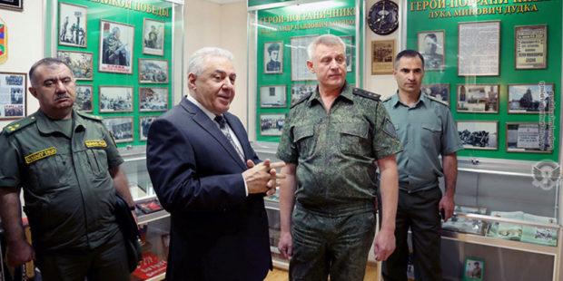 И.о. министра обороны встретился с начальником погрануправления ФСБ России в Армении
