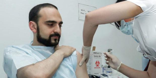 И.о. вице-премьера Тигран Авинян получил полный курс вакцинирования