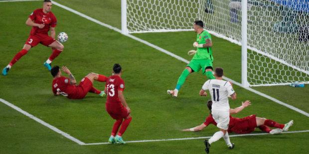 Итальянцы уделали турков: первый гол на Евро-2020 забил в свои ворота Демирал