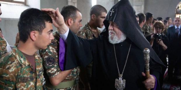 Католикос Гарегин II посетил монастырь Амарас в Карабахе и благословил военных