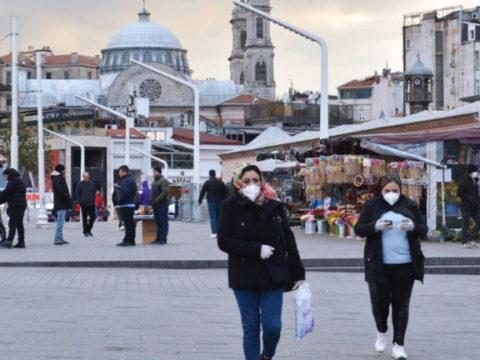 """Российская вакцина """"Спутник V"""" поступила в Турцию, объемы поставок не уточняются"""