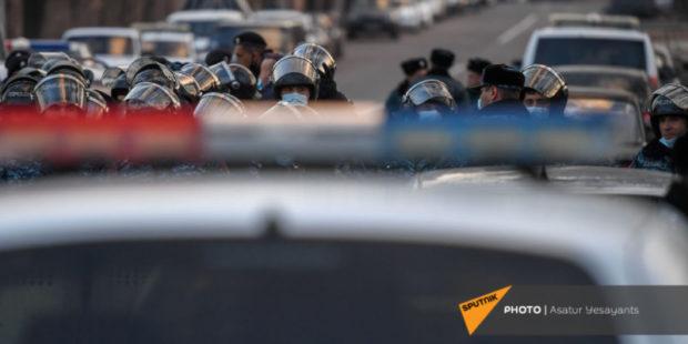 Шествие сторонников Пашиняна завершилось потасовкой с представителями Царукяна