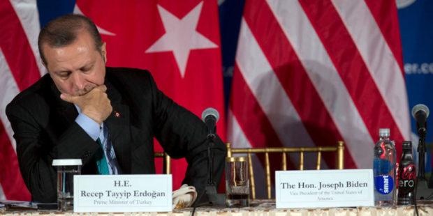 """Военное сотрудничество и пропавший """"гюленовец"""", или о чем говорили Эрдоган и Сапаров"""