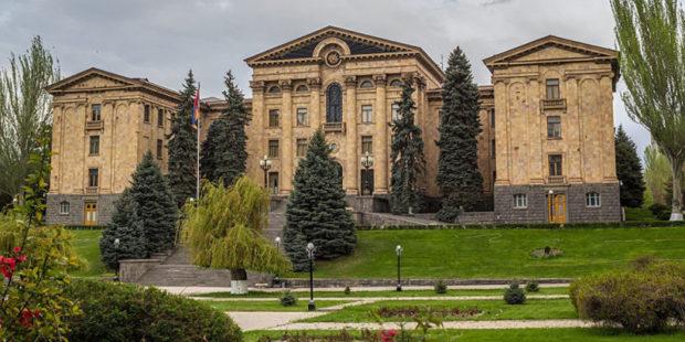 Все, что надо знать о доходах кандидатов в премьер-министры Армении