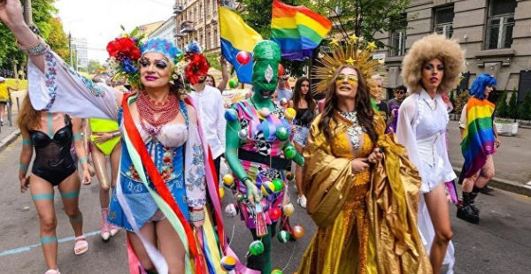 Националисты предприняли новую атаку на акцию ЛГБТ под Офисом Зеленского