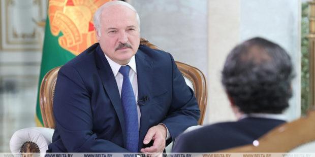 """Лукашенко призвал Литву не набрасывать Белоруссии """"петлю на шею"""" в борьбе с нелегальными мигрантами"""