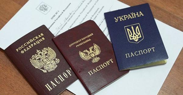 Украинцев будут автоматически лишать гражданства за российский паспорт