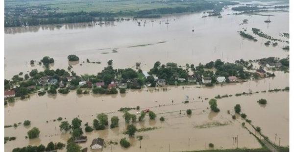 Спасатели предупредили об опасности затопления на Западной Украине