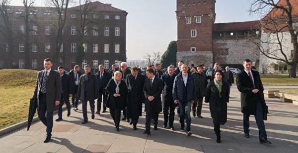 Массовый выезд украинцев на заработки в Польшу и Чехию: эксперт привел статистику
