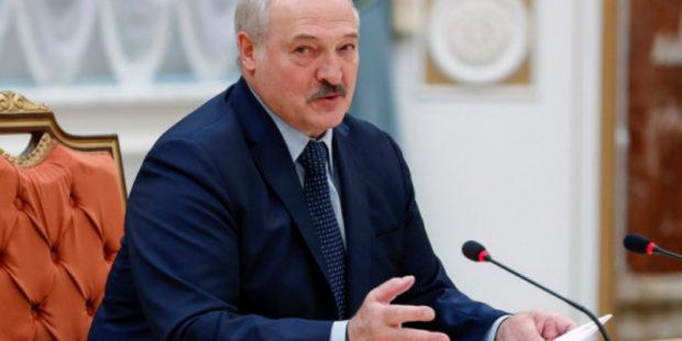 """Лукашенко перекрыл границу с Украиной, поставляющей оружие: """"Пленных брать не будем"""""""