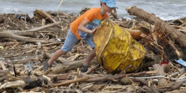 В Сочи расчищают набережные и открываются пляжи