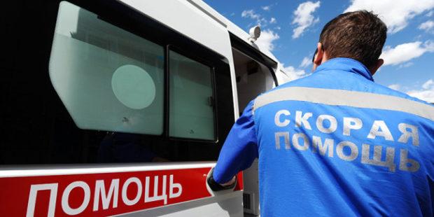"""Видео: На Кубани водители помогли убрать большегруз для проезда """"скорой"""""""