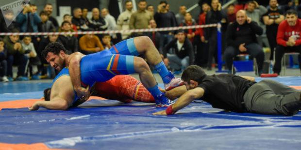 Армянский борец-классик выиграл бронзу молодежного чемпионата Европы