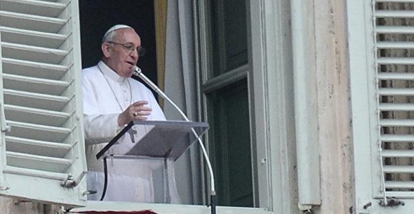 Папа Римский перенес операцию