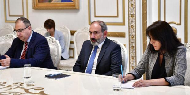 """Чем можно помочь?"": Никол Пашинян принял депутата Европарламента от Франции"