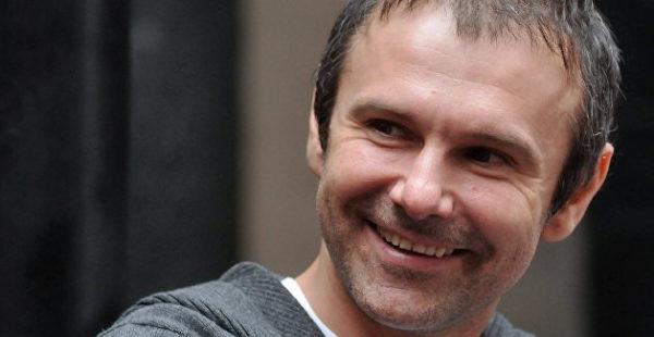 Вакарчук впервые прокомментировал слухи о романе с молодой певицей