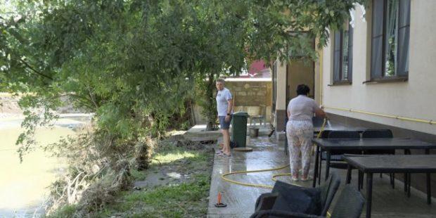 В Сочи выплатили первые компенсации пострадавшим от удара стихии