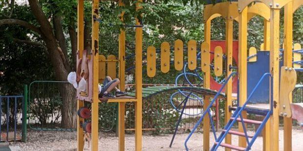 В Симферополе ребенок получил черепно-мозговую травму на детской площадке