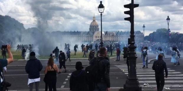 Масштабные протесты во Франции против антиковидных мер жестко подавляются полицией - видео