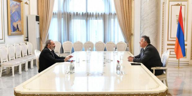 Никол Пашинян обсудил с Нубаром Афеяном ситуацию с COVID-19 и вопросы развития Армении