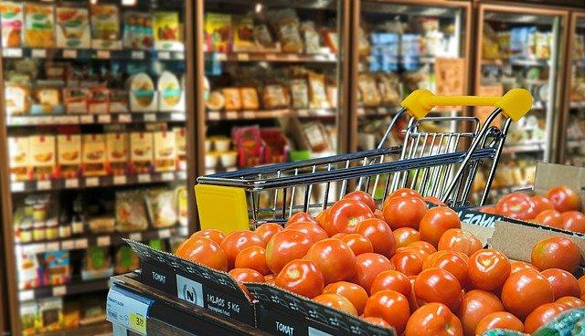 Скандал в супермаркете с участием двух пьяных девушке