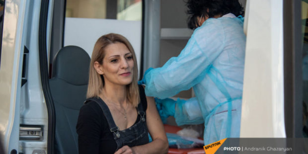 Сколько людей привилось от коронавируса: статистика в России и Армении
