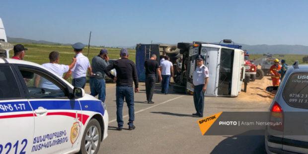 Трое отправлены в больницу в Ереване после ДТП с наездом