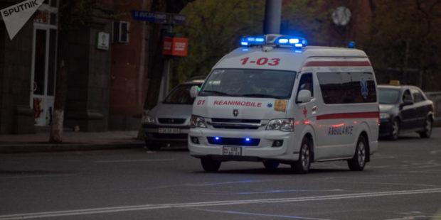 В Ереване сгорел автомобиль – водитель госпитализирован