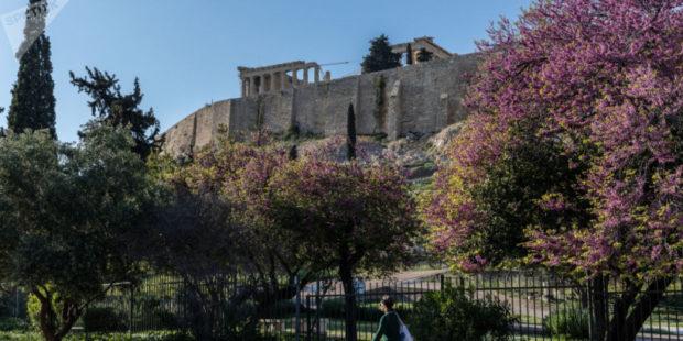 В Греции решили стимулировать вакцинацию солидными премиальными