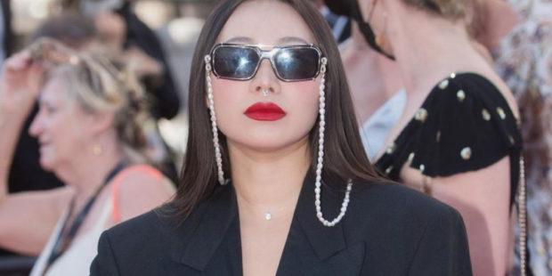 Всего 6 евро и такой лук: актриса Ян Гэ в пиджаке из секонд-хенда бросила вызов Каннам